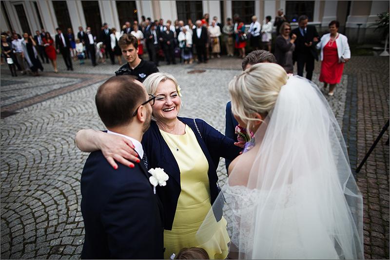 Fotografia ślubna ceremonia kościół goście