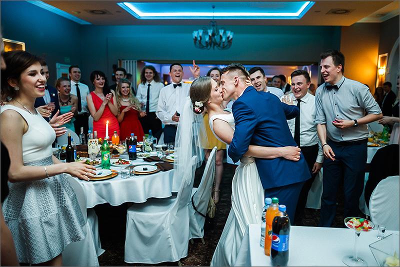 Sesja ślubna reportaż pierwszy całus goście