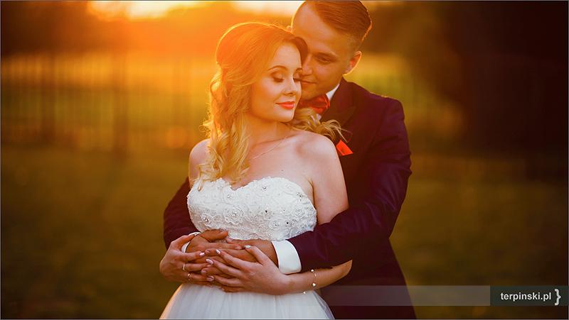 Fotografia Ślubna w plenerze zachód słońca