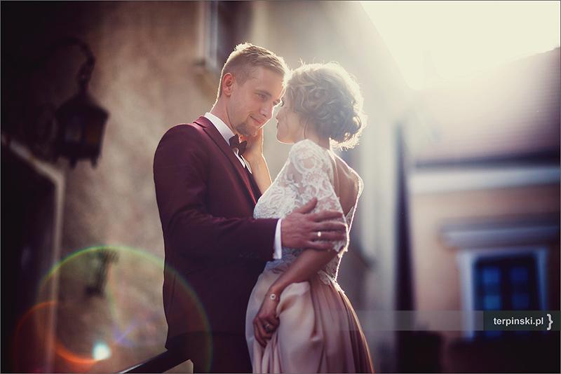 Miejski plener w fotografii ślubnej