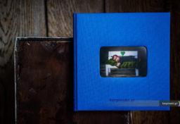 album rodzinny z dzieckiem i pięknymi zdjęciami