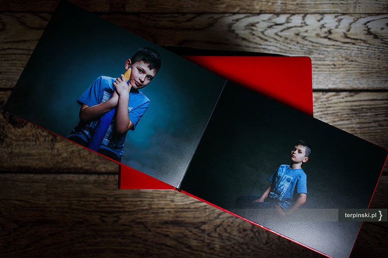 Album ze zdjęciami studyjnymi z sesji dziecięcej