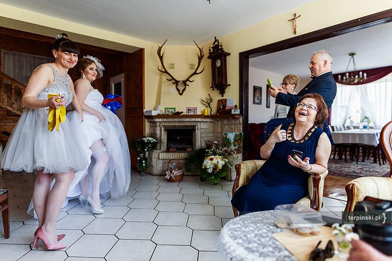 Reportaż ślubny zdjęcia w domu