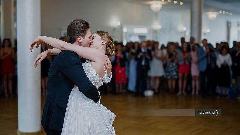 Zdjęcia na weselu pierwszy taniec