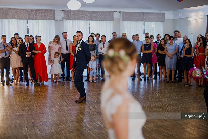 Zdjęcia ślubne zabawa
