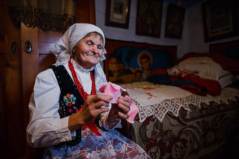 Fotografia starsza kobieta w stroju ludowym Rzeszów