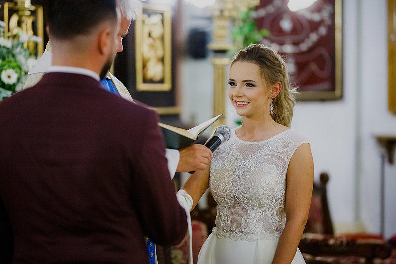 Zdjęcia Ślubne para młoda reportaż kościół