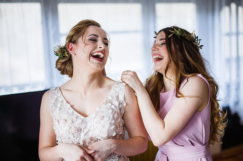 Fotografia ślubna panna młoda przygotowania