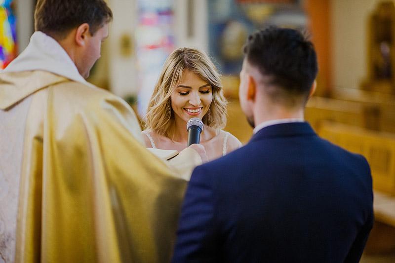 reportaż ślubny ceremonia kościół