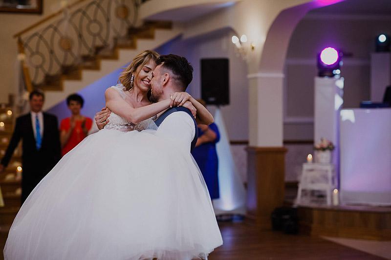 zdjęcie ślubne zabawa weselna