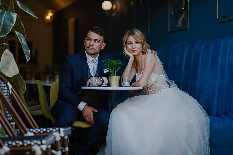 zdjęcie ślubne plener pani młoda kawiarnia
