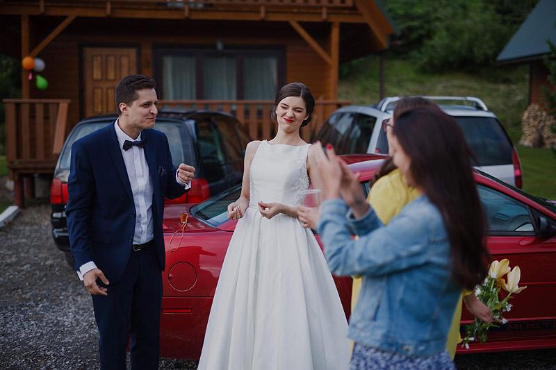 Sesja ślubna w kościele przysięga