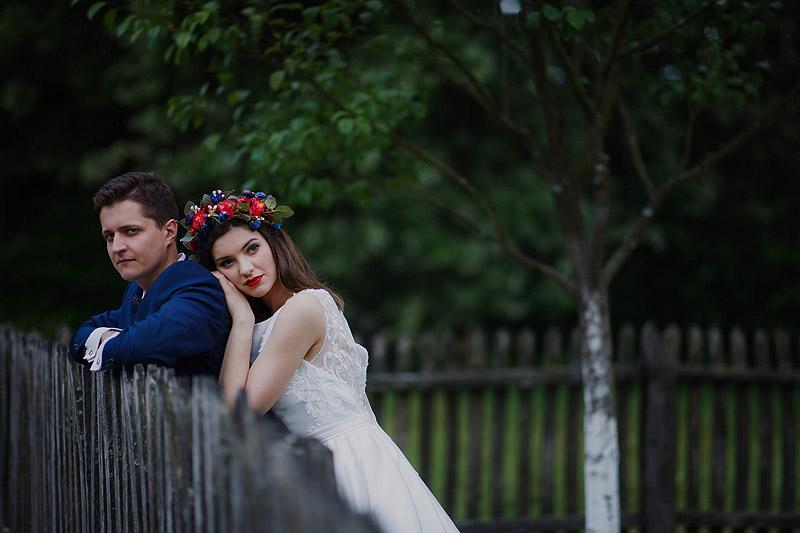 Plener ślubny skansen miłość