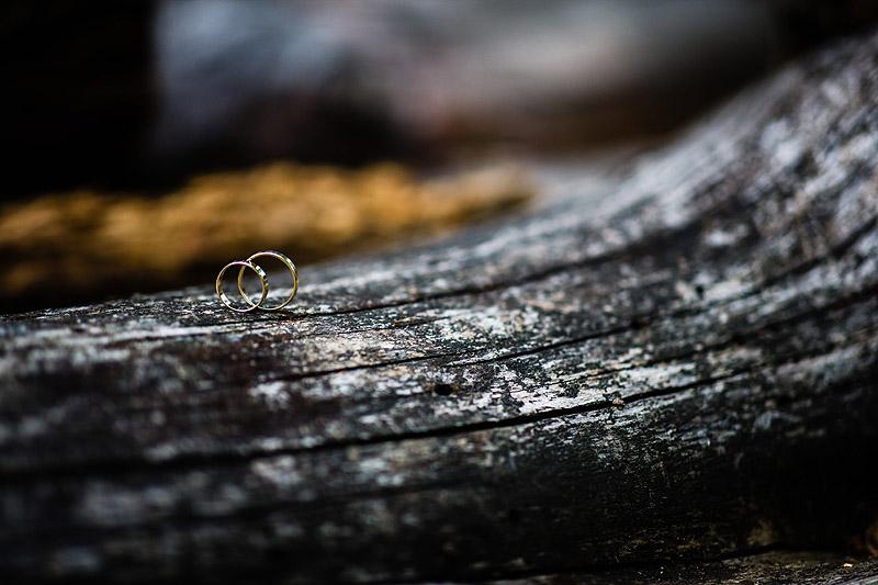 Plener ślubny skansen szczegóły obrączki