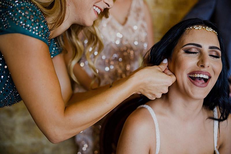 Fotoreportaż ślubny Cypr przygotowania młoda
