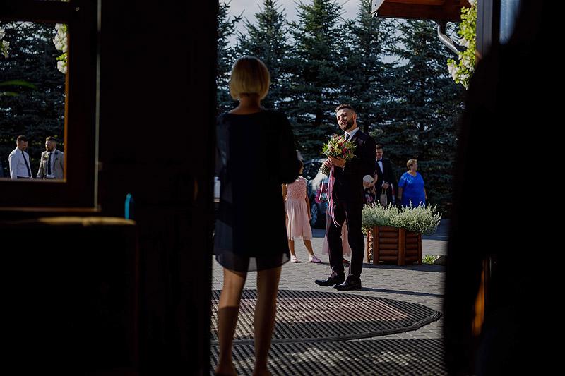 Przywitanie na sali weselnej